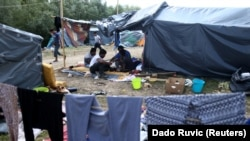 Migranti u kampu u Velikoj Kladuši