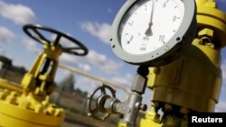 Poland -- A pressure gauge at a Gaz-System gas compressor station in Rembelszczyzna outside Warsaw, 13Oct2010