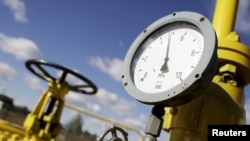 Poland -- A pressure gauge at a Gaz-System gas compressor station in Rembelszczyzna outside Warsaw, 13Oct2010