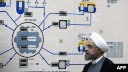 Президент Хасан Роухани Бушер АЭСинин контролдоочу залында. Бушер порт шаары. 13-январь 2015