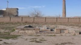 Могила основателя узбекской литературы Алишера Навои в афганском городе Герат.