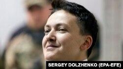 Жогорку Раданын депутаты, мурдагы учкуч Надежда Савченко соттук жараянда. 23-март, 2018-жыл. Киев.