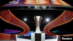 Трофей Ліги Європи, який буде розіграний у травні 2017 року