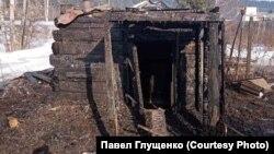 Сгоревшая баня правозащитника Павла Глущенко