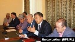 Участники пресс-конференции, посвященной массовой гибели сайги в Казахстане. Алматы, 1 июня 2015 года.
