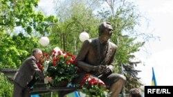Памятник Валерию Лобановскому в Киеве
