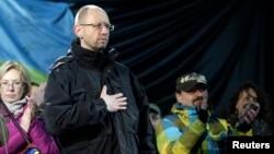 """На """"народном вече"""" в Киеве одного из лидеров Майдана предлагают выдвинуть на пост премьер-министра. 26 февраля 2014 года."""