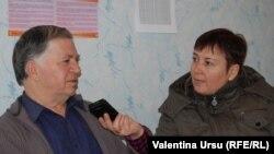 Doctorul Petru Cernov răspunzînd întrebărilor Valentinei Ursu