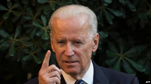 US Vice President Joe Biden says Russia has failed to stop sending weapons and militants across the border into Ukraine.