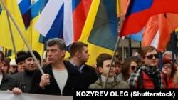 Boris Nemțov cu Ilia Yashin la marșul pentru pace, împotriva războiului din Ucraina, din martie 2014