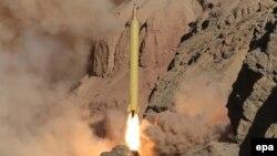 O rachetă iraniană Qadr cu rază lungă de acțiune lansată la 9 martie 2016