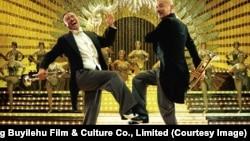 Çin istehsalı «Güllələrlə sovrulanlar» filmindən kadr