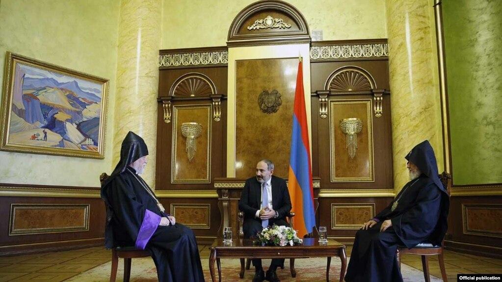 Премьер-министр принял католикосов Гарегина Второго и Арама Первого