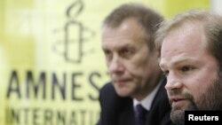 John Dalhuisen (sağda)