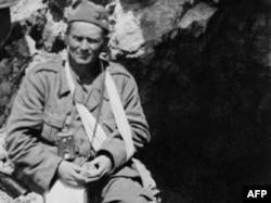 Яраланган Иосип Броз Тито, Босния, май 1943