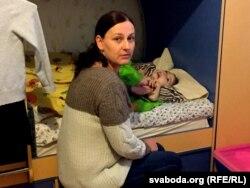 Каля ложка хворай дачкі Натальля штодня