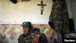 Nagorno-Karabakh -- An Armenian soldier takes a rest at an artillery position near the Nagorno-Karabakh's town of Martuni, April 7, 2016