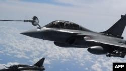 Французский истребитель, участвующий в военных действиях против сил президента Ливии Муаммара Каддафи.