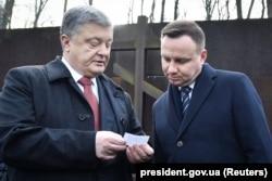 Порошенко и Дуда у памятника жертвам сталинизма в Пятихатках под Харьковым