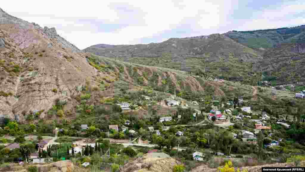 Вид на село с отрогов хреба Хашки-Кая