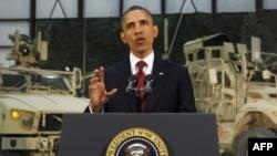 Барак Обама Баграмдағы әскери базада сөз сөйлеп тұр. Ауғанстан, 2 мамыр 2012 жыл.