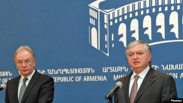 Armenia - Eduard Nalbandian, Armenian FM, and his counterpart Syarhey Martynau of Belarus during a joint press-conference in Yerevan, 30Oct2009