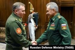 Сергей Шойгу и министр обороны Беларуси Виктор Хренин, март 2021 года
