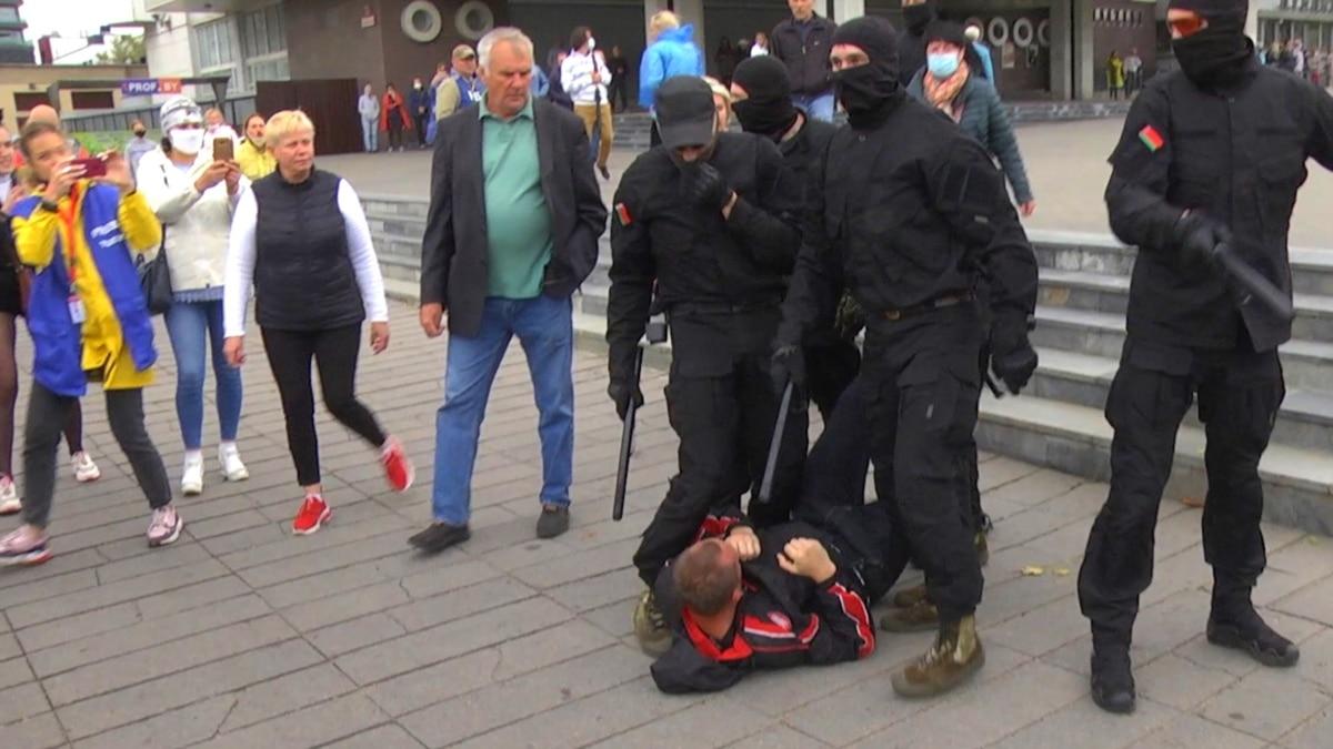 В Беларуси во время протестов силовики задержали сотни людей