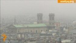 Смог окутал Париж