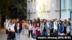 Nxënësit me maska në një shkollë në Prishtinë, fotografi nga arkivi.