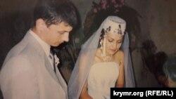 Ельміра Катакі з чоловіком на власному весіллі