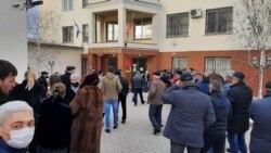 Собравшиеся на заседание суда по делу Мартина Кочесоко