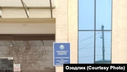 Иск предпринимателей об отмене решения мэра города Ташкента Джахонгира Артыкходжаева о передаче 6 гектаров земли в центре столицы компании, связанной со старшим зятем президента Узбекистана, рассматривает Чиланзарский районный суд по административным делам.