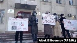 Бишкекте Саламаттык сактоо министрлигинин алдындагы пикет. 25-январь, 2021-жыл.