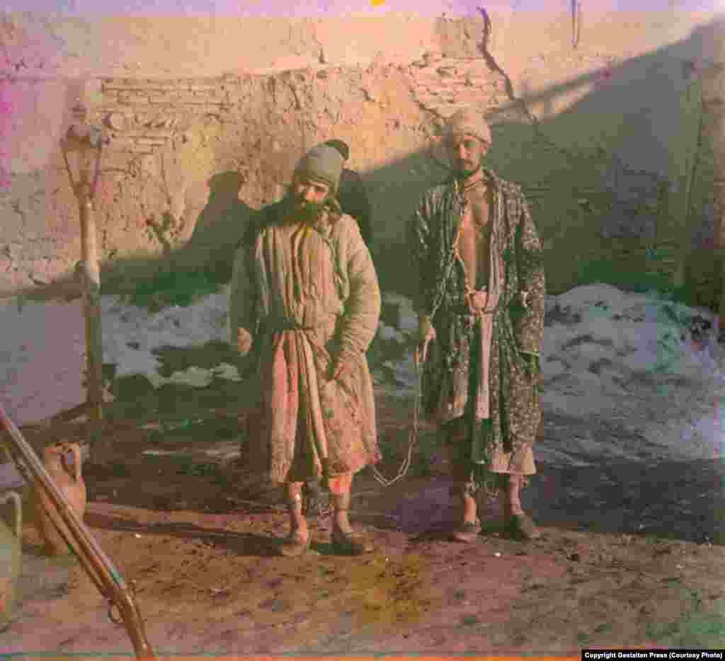 Two Prisoners in Shackles, between 1905 and 1915