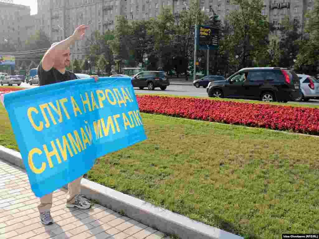 Пикет Федерации автовладельцев России (ФАР) на Кутузовском проспектк в Москве, 21 июля 2011