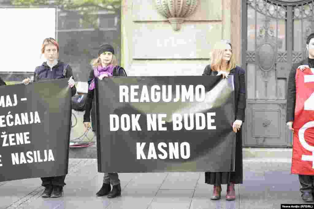 U Srbiji se 18. maj obeležava kao nacionalni Dan sećanja na žene žrtve nasilja. Više od 20 žena u Srbiji godišnje ubiju partneri ili članovi porodice.