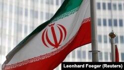 Vyanada Beynəlxalq Atom Enerjisi Agentliyinin binası qarşısında İran bayrağı