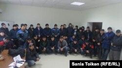 Рабочие нефтесервисной компании Techno Trading LTD. Поселок Кызылтобе в Мунайлинском районе Мангистауской области, 5 января 2017 года.