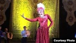 Узбекская танцовщица Шахноза Шукурова.