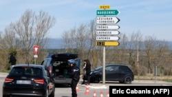 Дорога в Треб заблокирована полицией. 23 марта 2018 года.