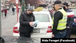 Taksisti su tokom akcije dijelili maske