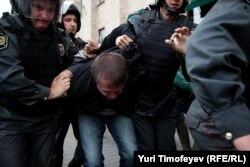 Затримання учасника акції в Москві 31 серпня 2012 року