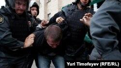 """Задержание на акции """"Стратегии-31"""" на Триумфальной площади в Москве, 31 августа 2012"""
