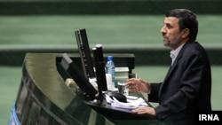 سخنگوی مجلس میگوید که اگر رییسجمهوری میخواهد تنها خودش صحبت کند انتظار تعامل وجود ندارد.