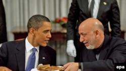 АҚШ президенті Барак Обама мен Ауғанстан президенті Хамид Карзай кешкі қонақасыда. Кабул, 28 наурыз, 2010 жыл.