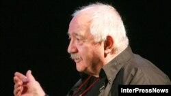 Роберт Стуруа