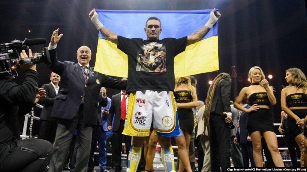 Александр Усик после боя с Муратом Гассиевым. Москва, 22 июля 2018 года