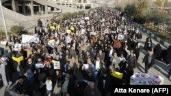 Pamje të protestave pro-qeveritare në Iran gjatë ditës së sotme