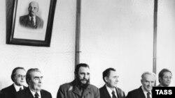 Fidel Castro cu liderul sovietic Leonid Brejnev la Moscova